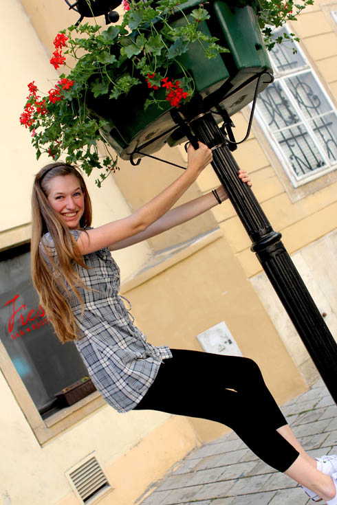 Bratislava - Tessa on lamp post