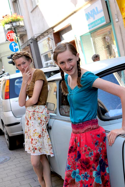 Budapest - Girls by a Harry Potter Car
